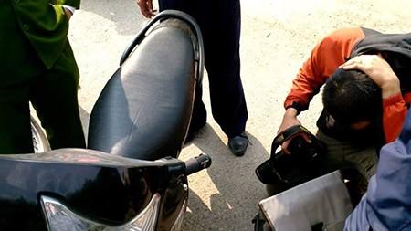 Một phóng viên bị hành hung khi đang tác nghiệp - ảnh 1