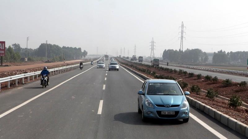 Một đoạn đường QL 1 Hà Nội - Bắc Giang sau khi được mở rộng - Ảnh: T.PHÙNG
