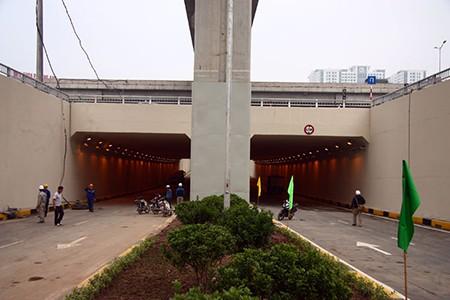 Cận cảnh hầm chui Thanh Xuân và Trung Hòa trước ngày thông xe - ảnh 6