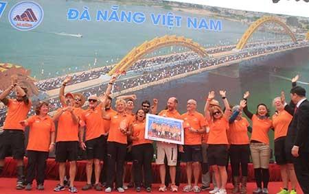 Người dân Đà Nẵng chia tay cuộc đua thuyền buồm vòng quanh thế giới - ảnh 1