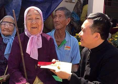 Vị linh mục hát vì người nghèo - ảnh 2