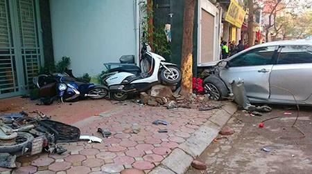 Khởi tố tài xế gây tai nạn khiến ba người chết trên phố - ảnh 1