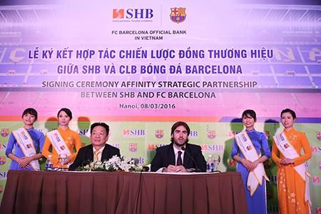 Barcelona ký hợp tác chiến lược với một ngân hàng Việt - ảnh 1