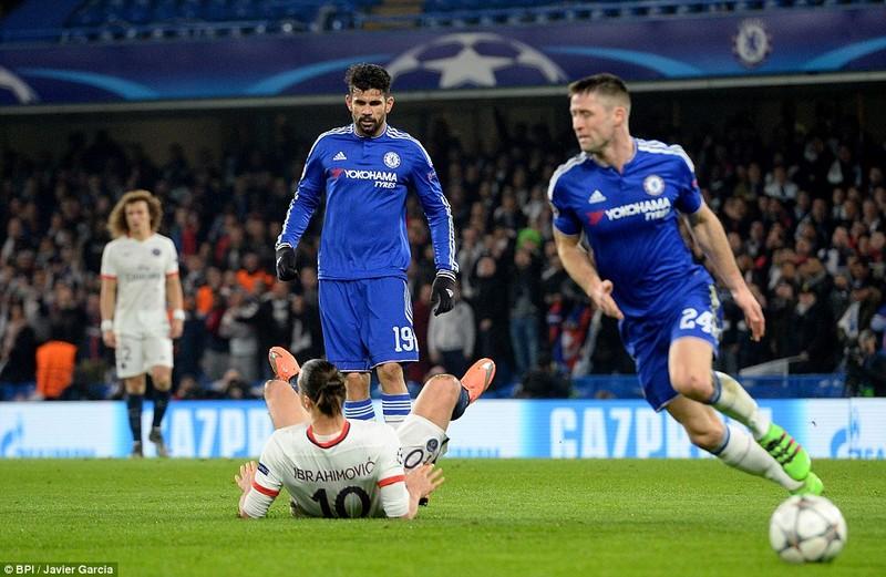 Ibrahimovic 'lên đồng', Chelsea 'ôm hận' - ảnh 2