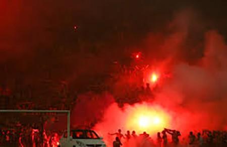 CĐV Malaysia lại làm loạn trên sân vận động - ảnh 6