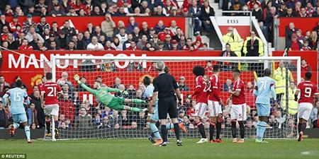 Man Utd 'hút chết', bị tố được trọng tài thiên vị - ảnh 2
