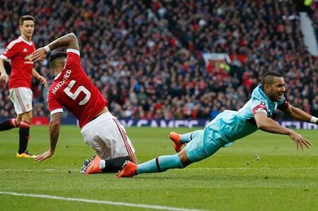 Man Utd 'hút chết', bị tố được trọng tài thiên vị - ảnh 1