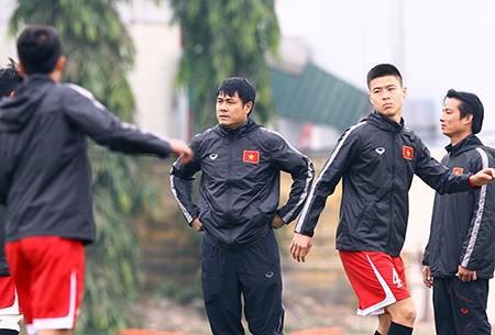 HLV Hữu Thắng ra mắt và tri ân cựu cầu thủ - ảnh 1