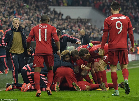 Bayern ngược dòng không tưởng loại Juventus, Barca thắng dễ Arsenal - ảnh 3