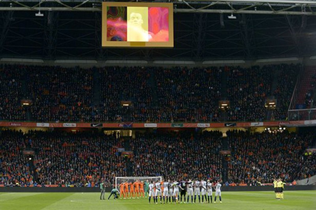 Xúc động buổi lễ tưởng niệm 'thánh' Johan Cruyff - ảnh 9