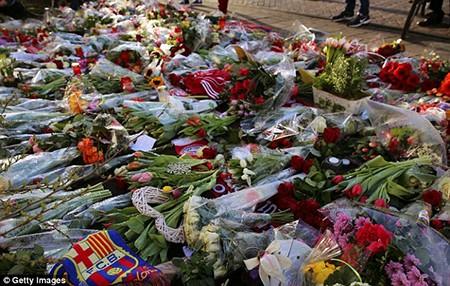 Xúc động buổi lễ tưởng niệm 'thánh' Johan Cruyff - ảnh 1