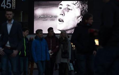 Xúc động buổi lễ tưởng niệm 'thánh' Johan Cruyff - ảnh 3