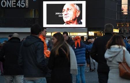 Xúc động buổi lễ tưởng niệm 'thánh' Johan Cruyff - ảnh 2