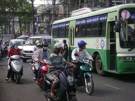 Phát triển xe buýt kết hợp kiểm soát xe máy - ảnh 1