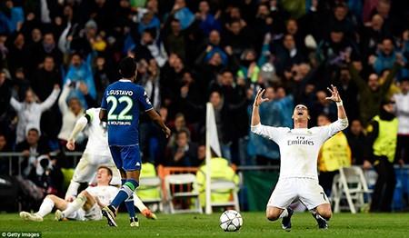Ronaldo lập hattrick, Real ngược dòng 'thần thánh' loại Wolfsburg - ảnh 5