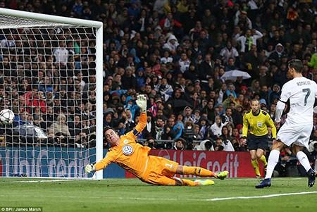 Ronaldo lập hattrick, Real ngược dòng 'thần thánh' loại Wolfsburg - ảnh 2