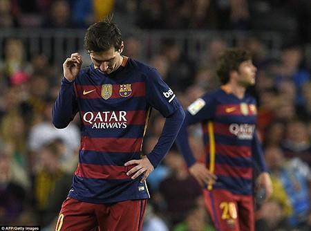 Barcelona 1-2 Valencia: Khủng hoảng thật rồi! - ảnh 4