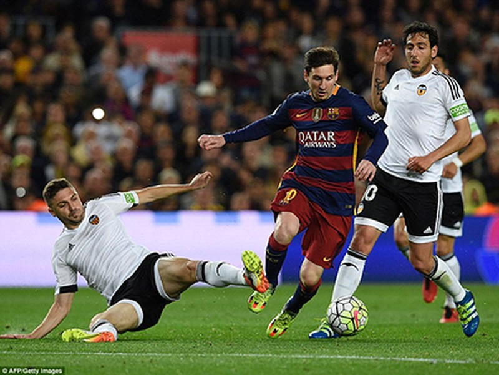 Barcelona 1-2 Valencia: Khủng hoảng thật rồi! - ảnh 2