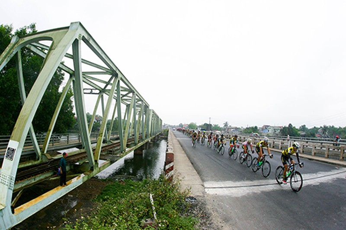 Nguyễn Thành Tâm chiếm trọn 3 màu áo - ảnh 1