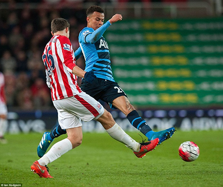 Hủy diệt Stoke City, Tottenham áp sát Leicester City - ảnh 2