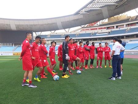 HLV Nguyễn Thanh Sơn nói gì trước trận gặp Jiangsu Suning? - ảnh 1
