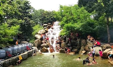 Một ngày hơn 6.100 khách đi tàu ngoại ô Sài Gòn - Dĩ An - ảnh 3
