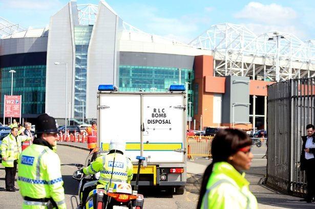 Cảnh sát xác nhận có bom... giả ở Old Trafford - ảnh 1