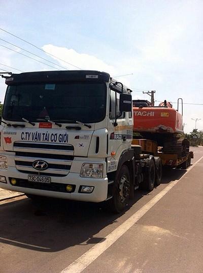 Bình Thuận: Bắt xe quá khổ sử dụng giấy phép lưu hành giả - ảnh 1