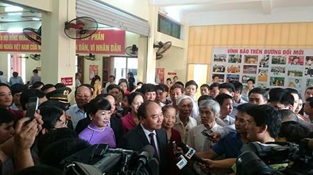 Thủ tướng Nguyễn Xuân Phúc cùng phu nhân bỏ phiếu tại Hải Phòng - ảnh 6