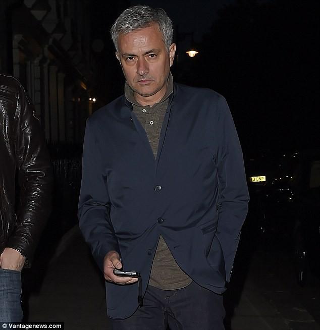 Thương vụ Mourinho về Man Utd gặp trục trặc - ảnh 1