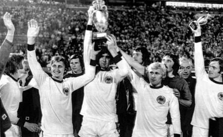 Euro 1976: Cú sút Panenka thần thánh biến Đức thành cựu vương - ảnh 1