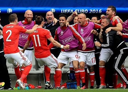Bale tỏa sáng, Wales có 3 điểm đầu tiên tại Euro 2016 - ảnh 1