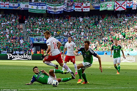 Ba Lan 1-0 Bắc Ireland: Khởi đầu suôn sẻ cho 'đại bàng trắng' - ảnh 1