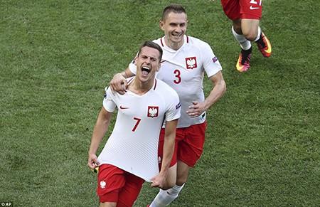 Ba Lan 1-0 Bắc Ireland: Khởi đầu suôn sẻ cho 'đại bàng trắng' - ảnh 2
