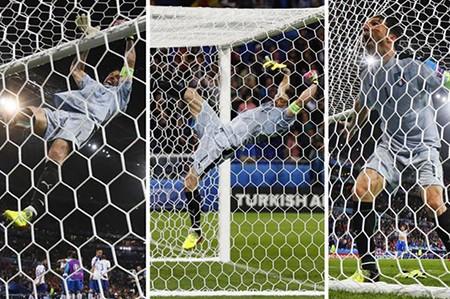 Buffon phấn khích đánh đu xà ngang và cú ngã đau điếng - ảnh 1