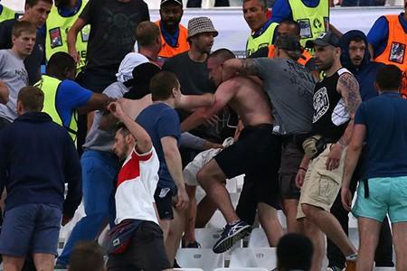 Nóng: Nga bị UEFA phạt nặng vì cổ động viên làm loạn - ảnh 7