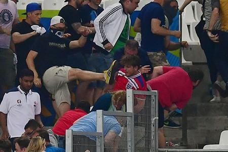 Nóng: Nga bị UEFA phạt nặng vì cổ động viên làm loạn - ảnh 6