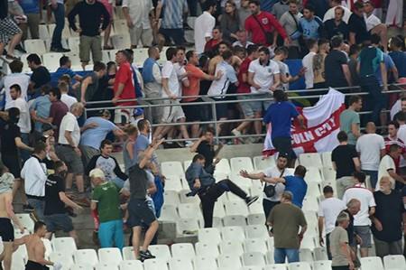 Nóng: Nga bị UEFA phạt nặng vì cổ động viên làm loạn - ảnh 8
