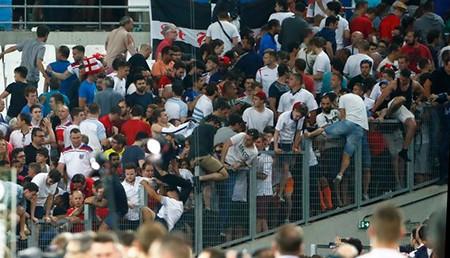 Nóng: Nga bị UEFA phạt nặng vì cổ động viên làm loạn - ảnh 9