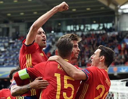 Pique tỏa sáng phút cuối,  Tây Ban Nha thở phào nhẹ nhõm - ảnh 2