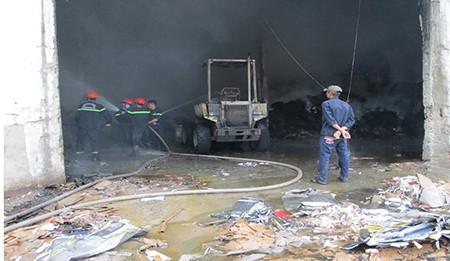 Hỏa hoạn thiêu rụi nhà kho công ty sản xuất bao bì - ảnh 3