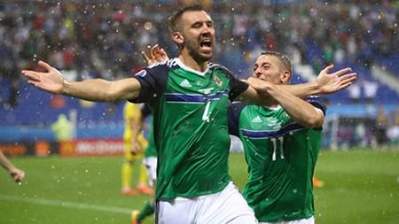 Ukraine 0-2 Bắc Ireland: Điều kỳ diệu của đoàn quân xanh - ảnh 2