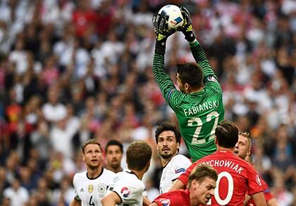 Đức 0-0 Ba Lan: 'Đại Bàng' níu chân 'Cỗ Xe Tăng' - ảnh 1