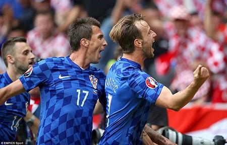 Croatia 2-2 CH Séc: Kịch bản khó lường! - ảnh 2