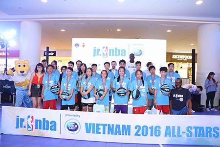 15 VĐV tài năng bóng rổ ra nước ngoài du đấu - ảnh 1