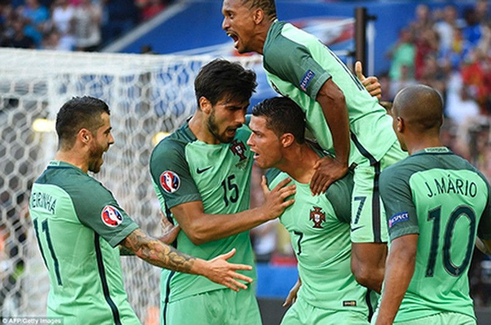 Ronaldo lập cú đúp, Bồ Đào Nha chật vật vào vòng 1/8 - ảnh 2