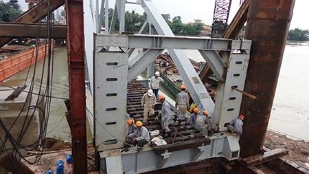 Chùm ảnh: Cầu Ghềnh mới trước ngày thông tàu - ảnh 4