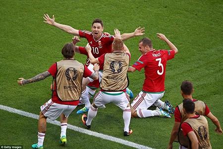 Ronaldo lập cú đúp, Bồ Đào Nha chật vật vào vòng 1/8 - ảnh 1