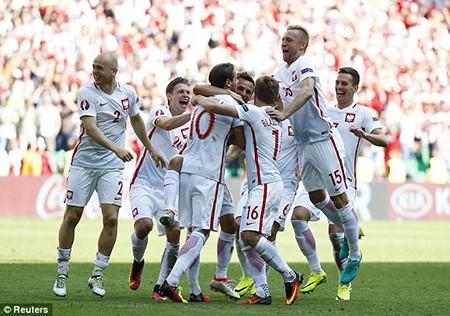 'Đại bàng trắng' Ba Lan tung cánh bay vào tứ kết - ảnh 3