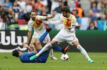 Ý - Tây Ban Nha 2-0: 'Bắn hạ bò tót!' - ảnh 2